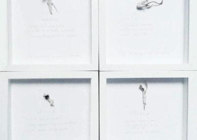 Détail de l'installation Dimension : 100 Cadres vitrine 25/25/4 cm Installation complète : 150 / 300 cm